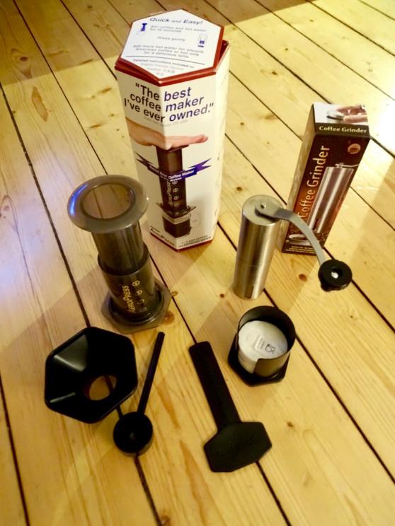 Kosmopolo - AeroPress und Kaffeemühle